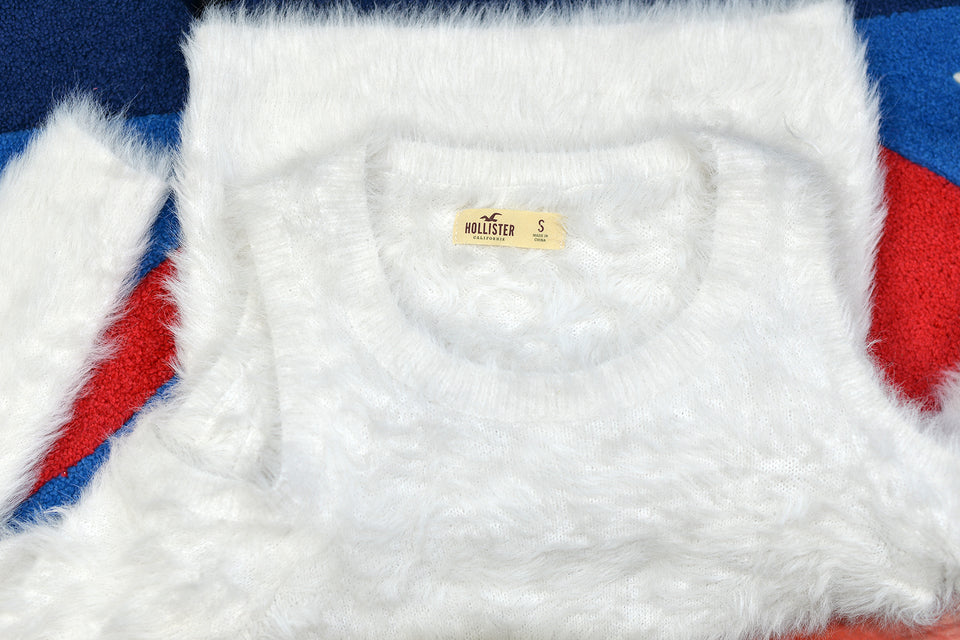 HOLLISTER Women's White Fluffy Bare Shoulders Top, Size S. Pre-loved.