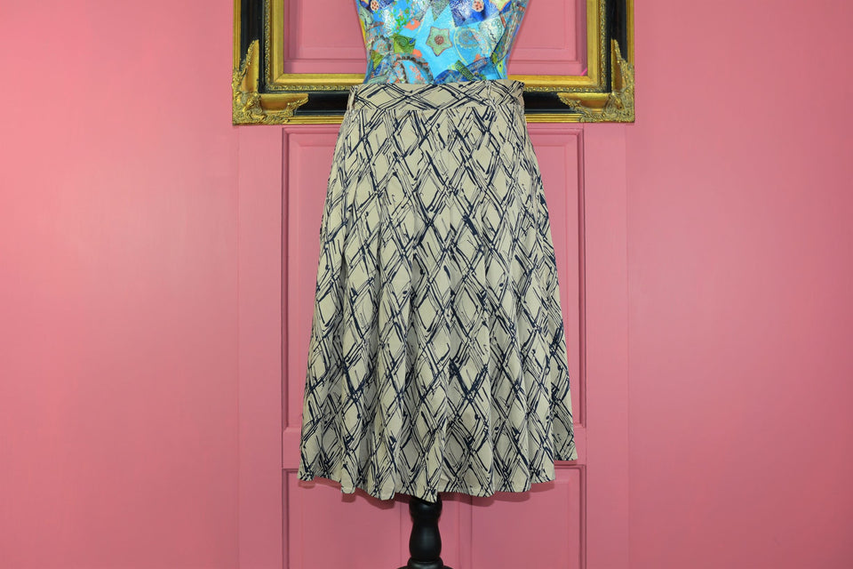 JASPER CONRAN Abstract Print Midi Pleated Skirt, Size 16. New with tags.
