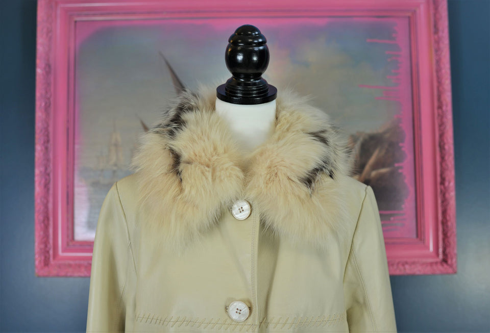OVIESSE Trend Women's Ivory Leather Coat with Faux Fur Collar. Size 42 (M) Pre-loved.