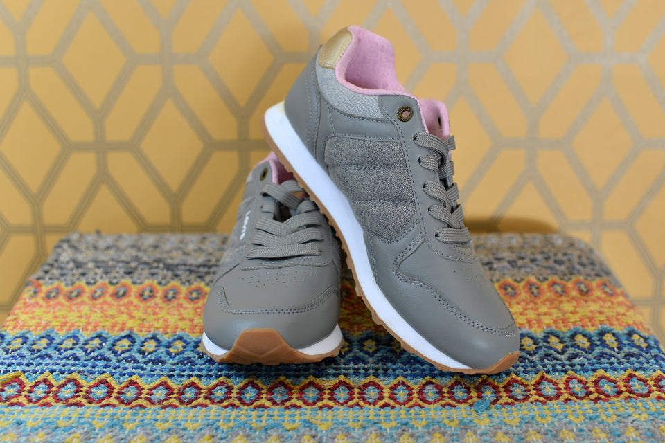 LEVI'S Women's or Girls' Grey & Pink Sneakers/Trainers, Size 38. Pre-loved
