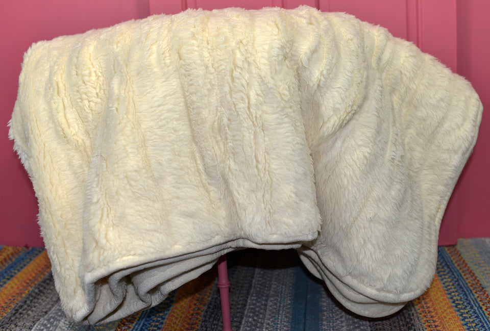 DORMA THERM Pure Merino Wool Giant Ivory Throw. 200x200cm. Pre-loved.