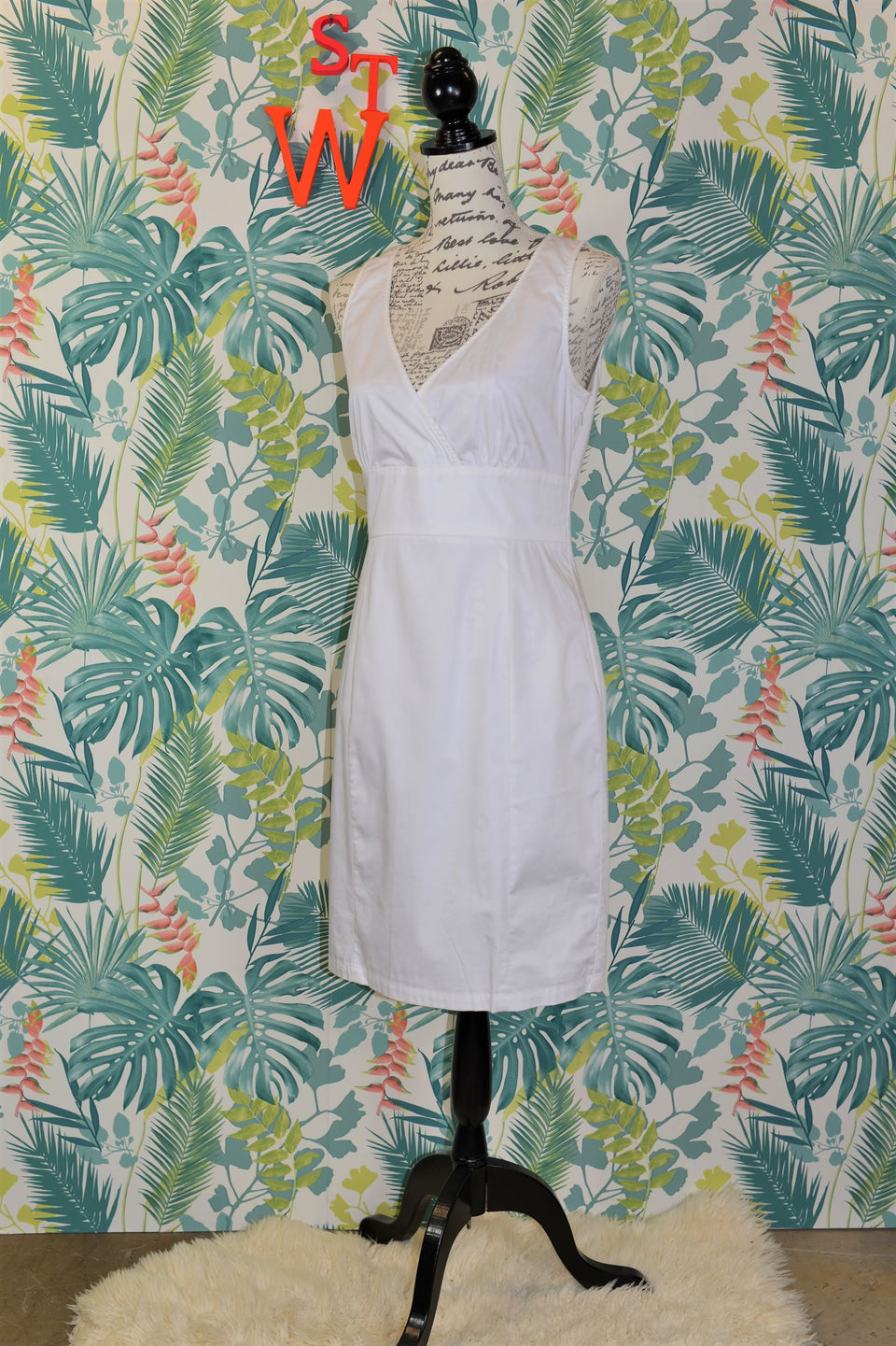 White sleeveless cotton shift style LOVE MOSCHINO Dress, Size 12. Pre-loved.