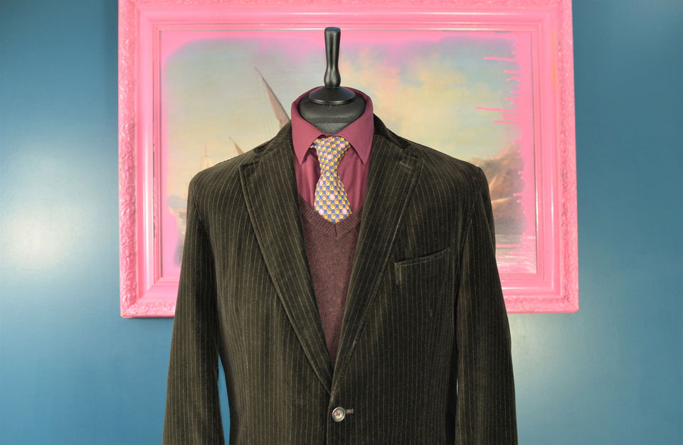 OSCAR JACOBSON Men's Pistripe Brown Velvet Blazer, Size 152 (M). Pre-loved.