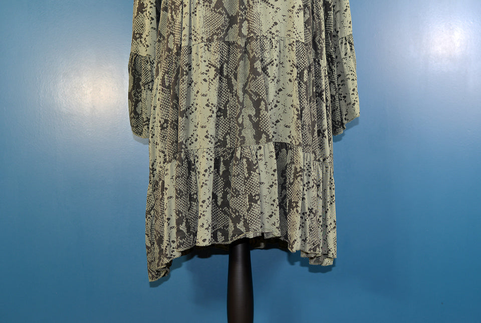 QED Women's Khaki Green Snake Skin Print Tunic Top, Size 18/20. Pre-loved.