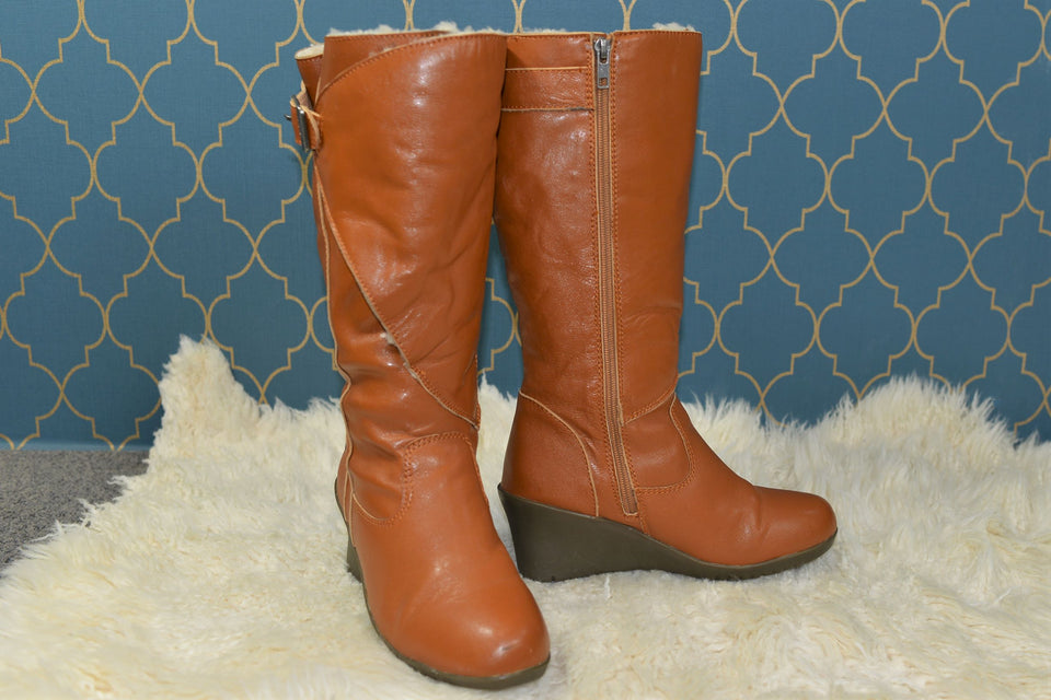 UGG Women's 'Corinth' Sheep Skin & Tan Leather Mid Calf Length Boots, Size UK 5.5. Pre-loved