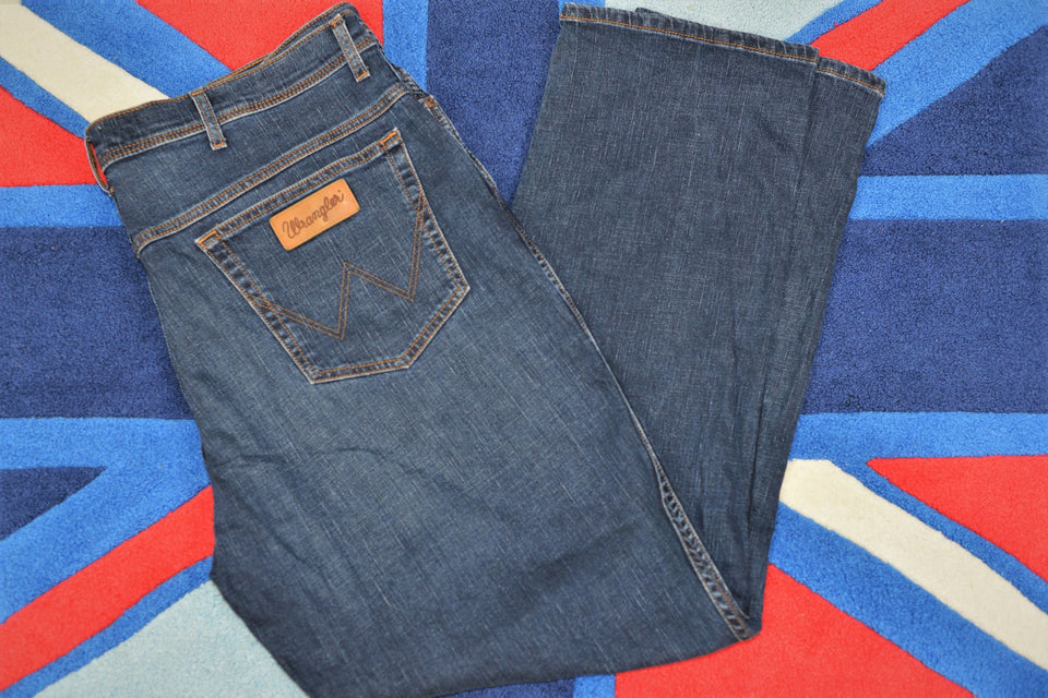 WRANGLER 'Texas' Men's Stonewash Blue Jeans, Big Size 44 x 34. Pre-loved.