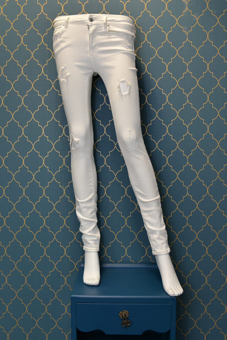 ZARA Women's White Ripped Slim Fit Medium Rise Jeans Jeggings. Size XS (34). Like new.