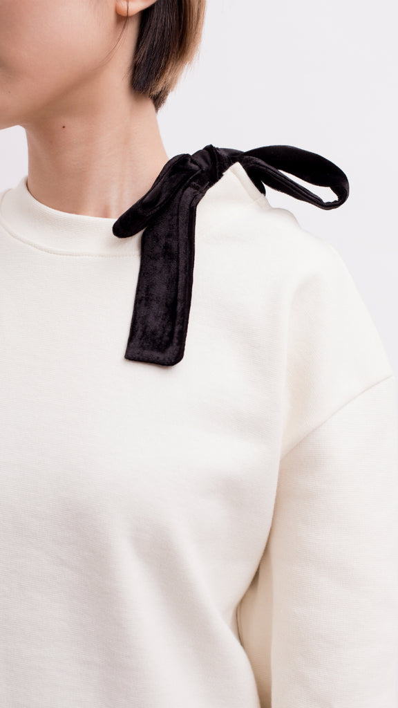 Knot detail shoulder sweatshirt