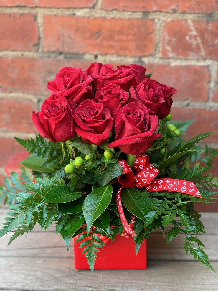 12 Red Roses in Mini Box