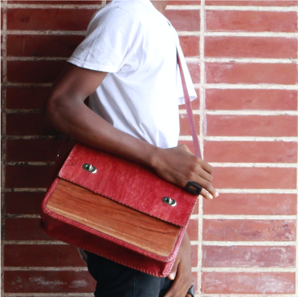 Malik Wood Front Messenger