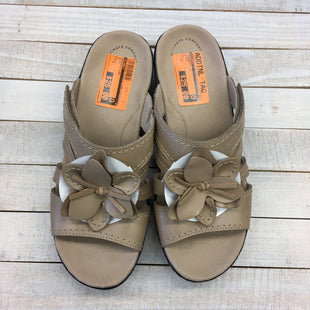 Primary Photo - BRAND: CLARKS STYLE: SANDALS LOW COLOR: BROWN SIZE: 8 SKU: 205-205250-75304