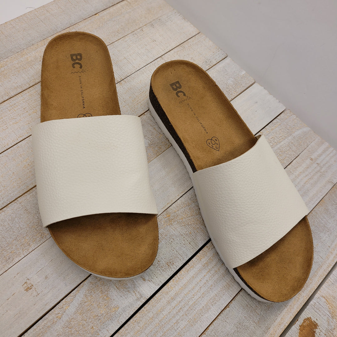 Photo #1 - BRAND:    CLOTHES MENTOR <BR>STYLE: SANDALS FLAT <BR>COLOR: WHITE <BR>SIZE: 8 <BR>OTHER INFO: BC: BORN IN CALIFORNIA - <BR>SKU: 205-205250-80302