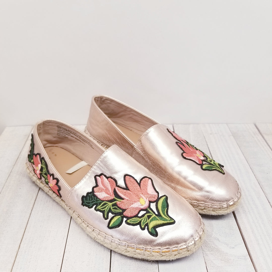 Primary Photo - BRAND: TARGET<BR>STYLE: SHOES FLATS<BR>COLOR: METALLIC<BR>SIZE: 7.5<BR>SKU: 205-205280-9762