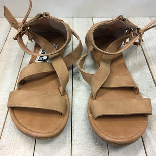 Primary Photo - BRAND: TOP MODA STYLE: SANDALS FLAT COLOR: TAN SIZE: 8 SKU: 205-205318-1095
