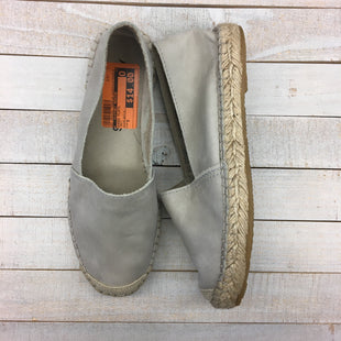 Primary Photo - BRAND:    CLOTHES MENTOR STYLE: SHOES FLATS COLOR: GREY SIZE: 5 OTHER INFO: ALPARGATUS - SKU: 205-205250-75995