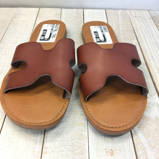 Primary Photo - BRAND: UNIVERSAL THREAD STYLE: SANDALS FLAT COLOR: BROWN SIZE: 6 SKU: 205-205318-504