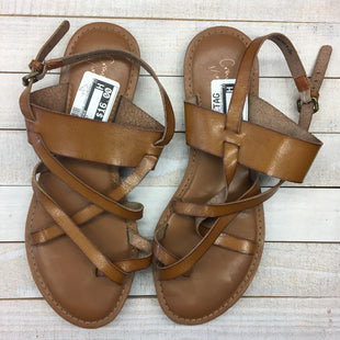 Primary Photo - BRAND: CROWN VINTAGE STYLE: SANDALS FLAT COLOR: TAN SIZE: 9 SKU: 205-205250-62832