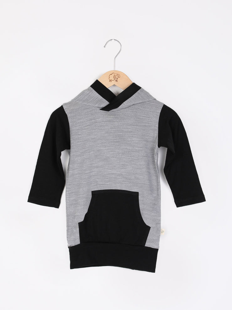 mokopuna merino sweatshirt with hood, pockets and long sleeves in size 1_mist black