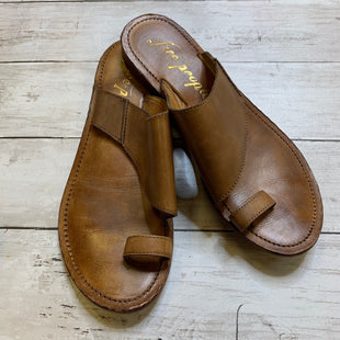 Primary Photo - BRAND: FREE PEOPLE STYLE: SANDALS FLAT COLOR: BROWN SIZE: 8 SKU: 176-176114-38468