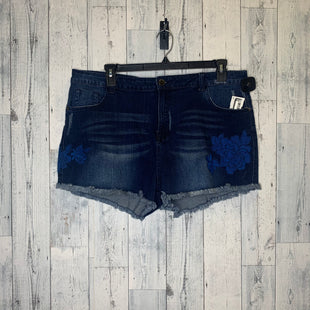 Primary Photo - BRAND: CHIC STYLE: SHORTS COLOR: DENIM SIZE: 20 SKU: 176-176150-4998