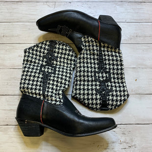 Primary Photo - BRAND:    CLOTHES MENTOR STYLE: BOOTS ANKLE COLOR: BLACK WHITE SIZE: 9 OTHER INFO: VIA VENTO  - SKU: 176-17684-46300