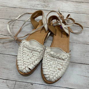 Primary Photo - BRAND:    GUARAXEZ STYLE: SANDALS FLAT COLOR: WHITE SIZE: 8 OTHER INFO: GUARAXEZ - SKU: 176-176122-18245