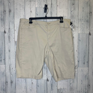 Primary Photo - BRAND: BANDOLINO STYLE: SHORTS COLOR: CREAM SIZE: 18 SKU: 176-176124-18789