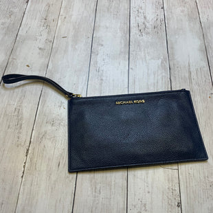 Primary Photo - BRAND: MICHAEL KORS STYLE: WRISTLET COLOR: NAVY SKU: 176-176122-20470