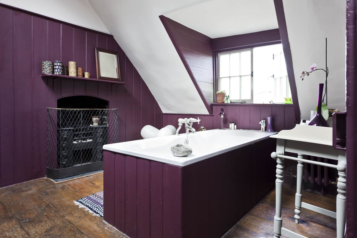 "<a style=""text-transform: none;"" href=""https://www.onefinestay.com/homes/london/fournier-street/"">Photos: onefinestay</a>"