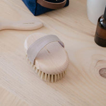 Load image into Gallery viewer, Andrée Jardin Tradition Beech Wood Massage Brush