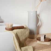 Load image into Gallery viewer, Andrée Jardin Tradition Ash Wood Massage Brush