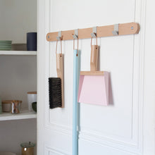 "Load image into Gallery viewer, Andrée Jardin Mr. and Mrs. Clynk Light Pink Dustpan & Brush ""Coffret"" Gift Set"