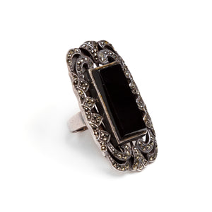 1920s Large Onyx Vertical Stone Ring