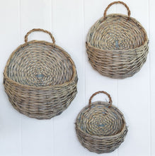 Load image into Gallery viewer, Wicker Wall Basket Set