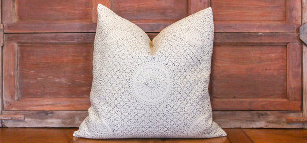 Cream Stitch filanan Gudari Pillow