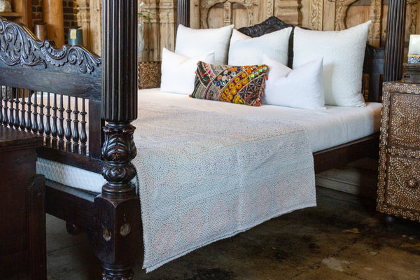 White Filanan Embroidered Bed Cover