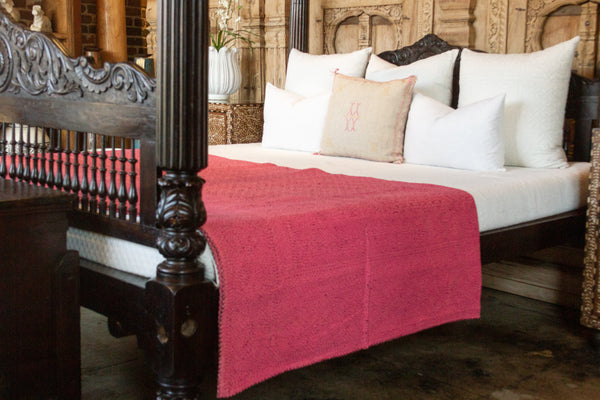 Pink Filanan Embroidered Bed Cover