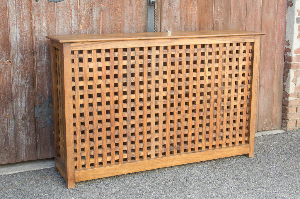 Meticulous Lattice Front Console