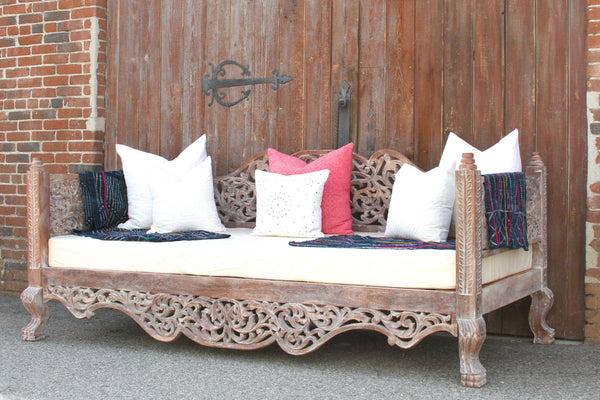 Stunning Whitewashed Raj Anglo Indian Carved Daybed