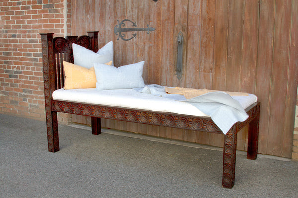 Carved Dee Lounge bed