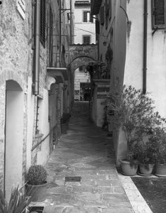 "Exploring a Back Alley in Montepulciano - 11""x14"" Hahnemühle Photo Rag Print"