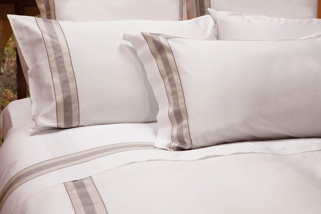 Dimora Queen Sheet Set In White And Silver Moon