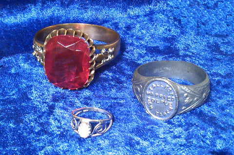 Rings said to belong to Johan Aasen and the Fischers, with a average size ring for comparison