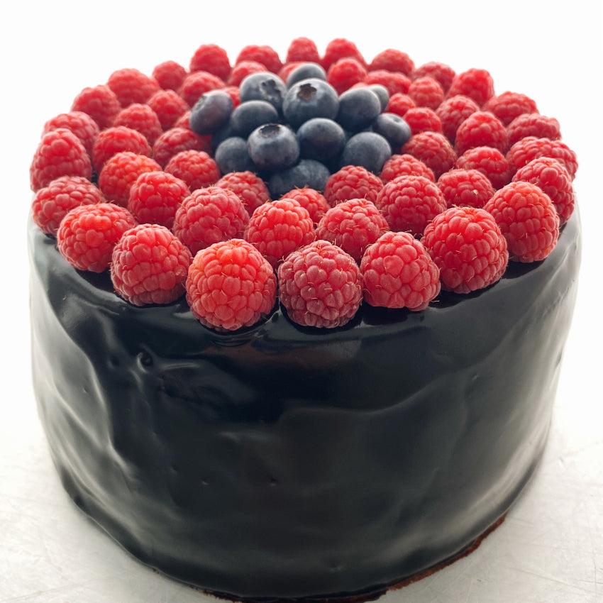 TORTA DE CHOCOLATE & FRUTOS ROJOS