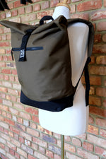 Laden Sie das Bild in den Galerie-Viewer, Military Green Roll Top Bag