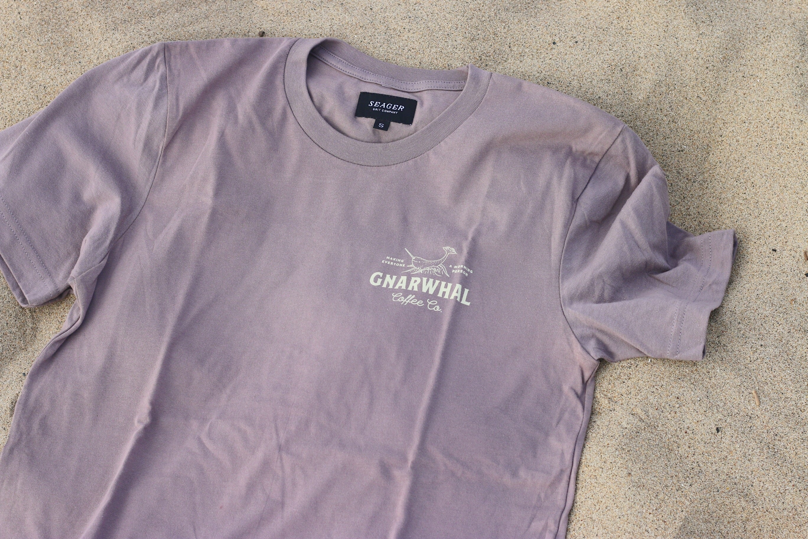 GNARWHAL LOGO TEE - PEBBLE