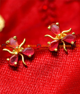 ER016 - 24ct Pure Gold Plated Imitation Ear Rings Ruby Stone Three Petal Flower Party Wear Design