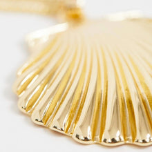 Load image into Gallery viewer, Oversized Gold Tone Shell Necklace