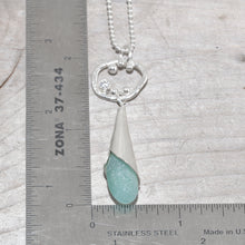 Load image into Gallery viewer, Sea glass drop necklace in sterling silver. (N641)