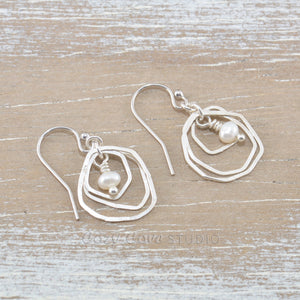 Dangle earrings with cultured pearls in sterling silver.